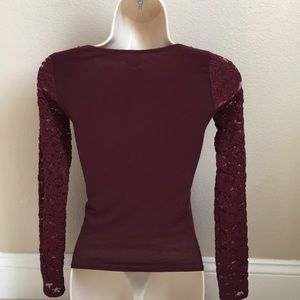 Hollister Tops - 💋3 for $15!  HOLLISTER XS Burgundy Blouse